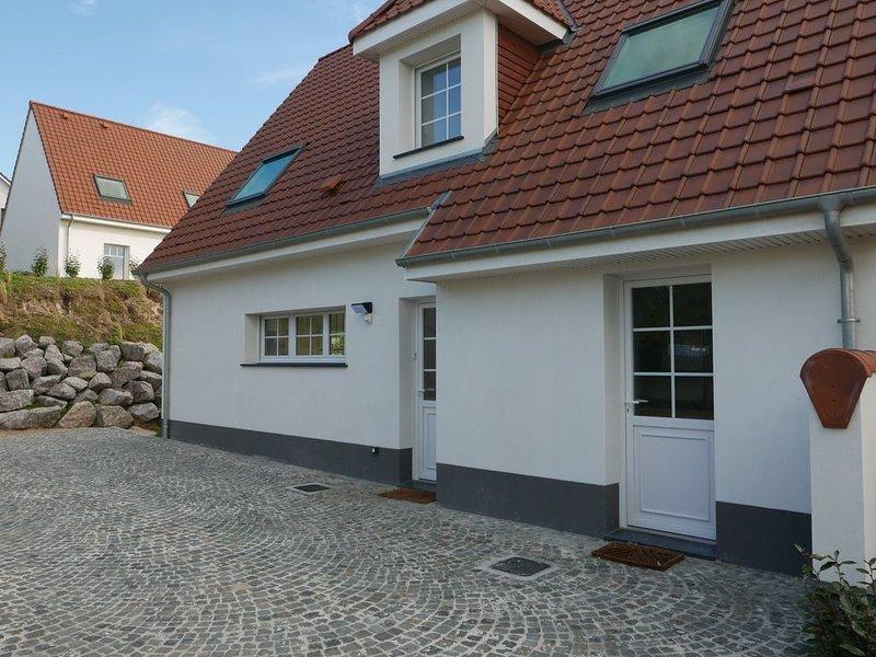 Villa neuve tout confort, située à 500 mètres de la plage et proche des 2 golfs., holiday rental in Hardelot Plage