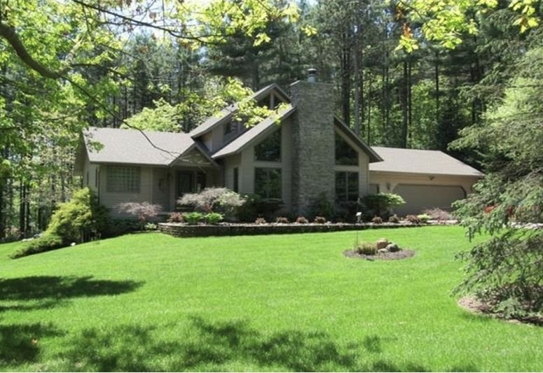 Acorn Lodge & Trails Is An Exclusive Getaway ~ Perfect For Reunions & Retreats., casa vacanza a Columbiaville