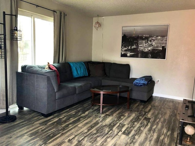 Beautiful Finch Arboretum 2 Bedroom House, holiday rental in Cheney