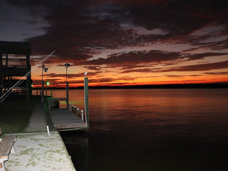 NEW WATERFRONT RETREAT GREAT FISHING, STUNNING GULF/BEACH VIEWS ON THE ICW!, location de vacances à Sargent