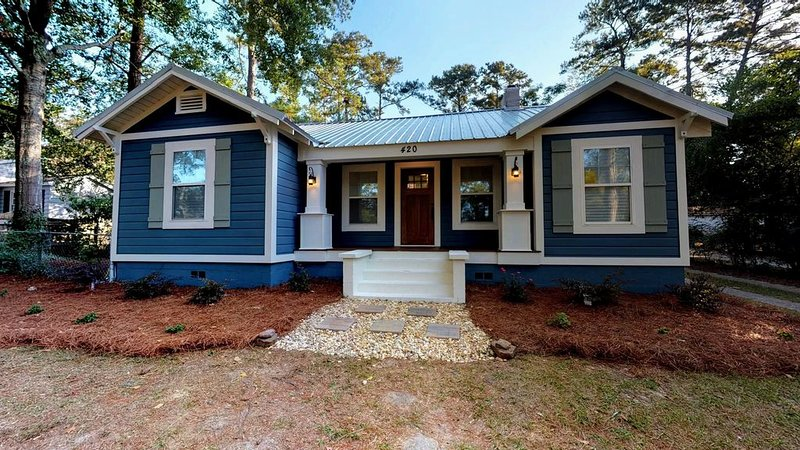 Newly Remodeled Craftsman Style in Thomasville's Historic District, alquiler vacacional en Thomasville