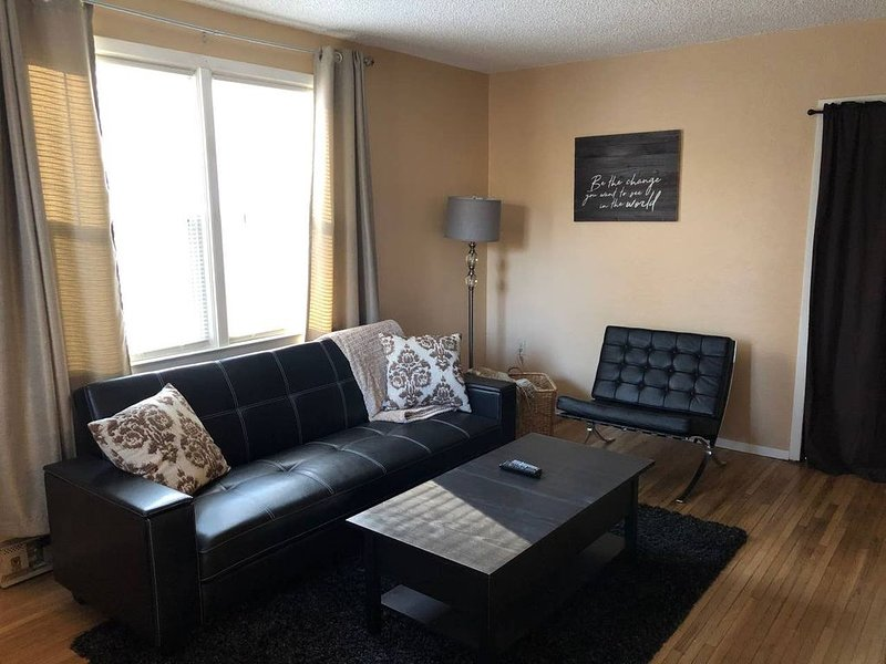 Charming Finch Arboretum One Bedroom Apt, holiday rental in Cheney
