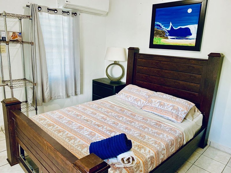 SS 1a - Family Room/Costal Express Inn, holiday rental in Arecibo