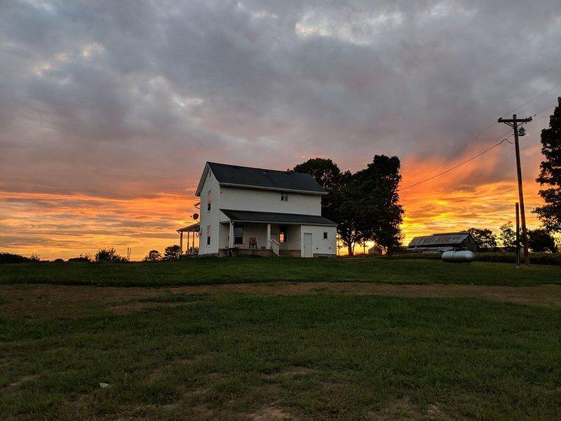 Farm House - Near Bourbon Trail & Pet Friendly, holiday rental in Taylorsville