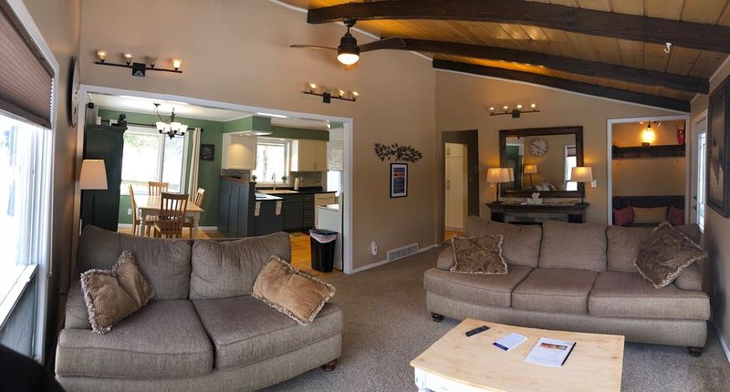 Spacious Hermantown Vacation Space! Rural feel close to town, holiday rental in Superior