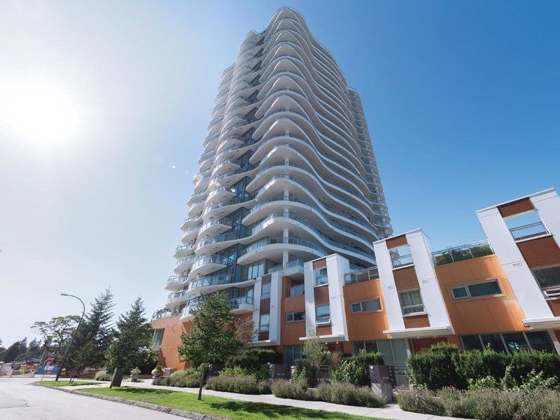 Beautifully Furnished 2 Story 3 Bed 3 Bath Executive Penthouse, holiday rental in Surrey