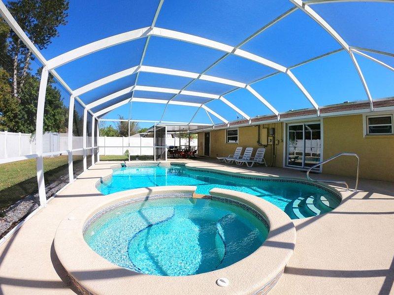 3BR/2BA Home with Heated Private Pool - 11 mins to Bradenton Beach!, holiday rental in Bradenton