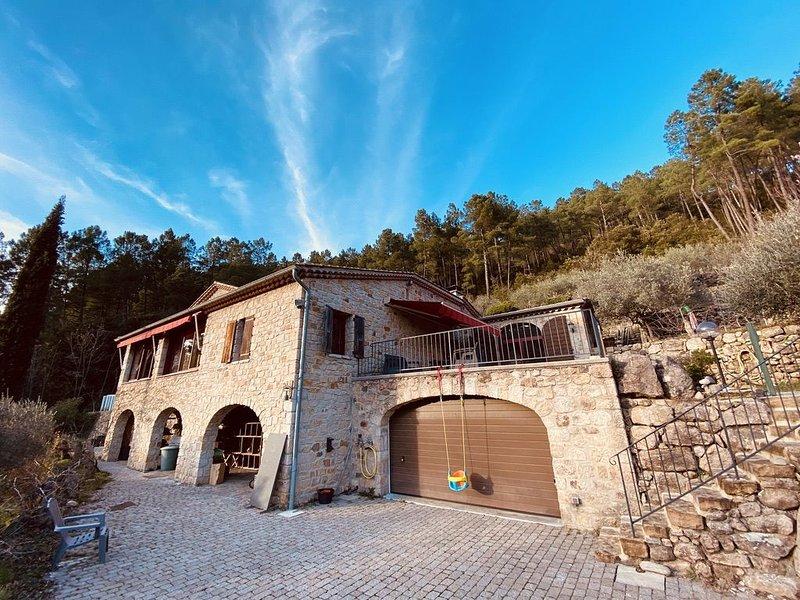 Magnifique Mas Cévenol climatisé avec piscine ., vacation rental in Les Salelles