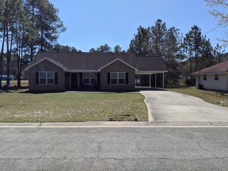 This is a 3 bedroom and 2 bath house located in a quiet neighborhood with love., vacation rental in Waresboro