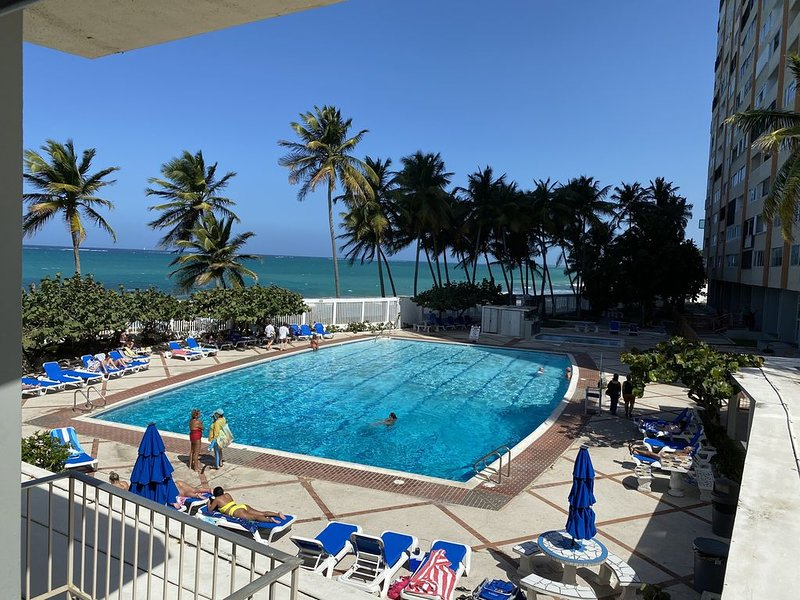 Sea Grape Cabana * Condado Del Mar with private parking in the heart of Condado, alquiler de vacaciones en San Juan