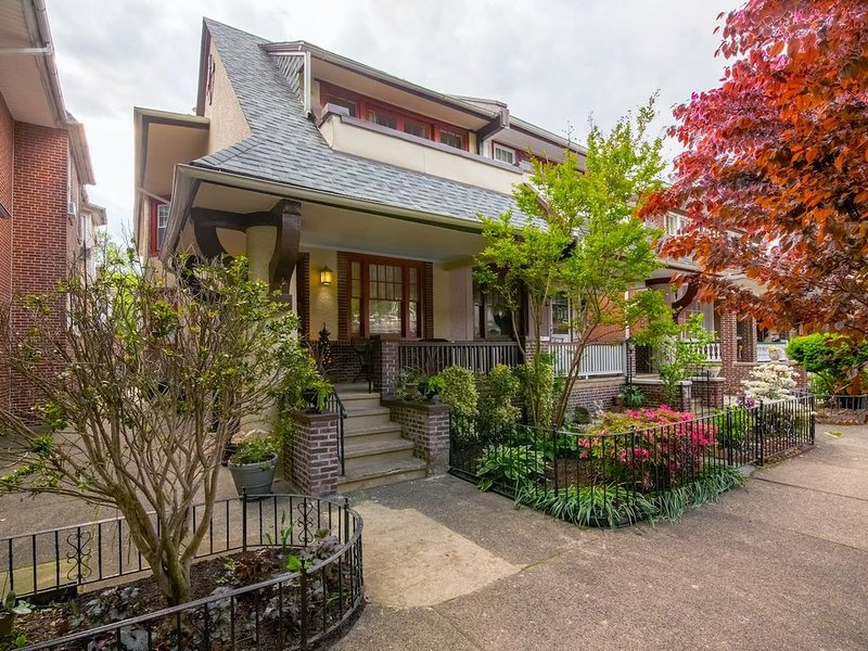 Luxurious Bungalow Jewel, Amenities-Rich Home, Close to Downtown Attractions, location de vacances à Philadelphie