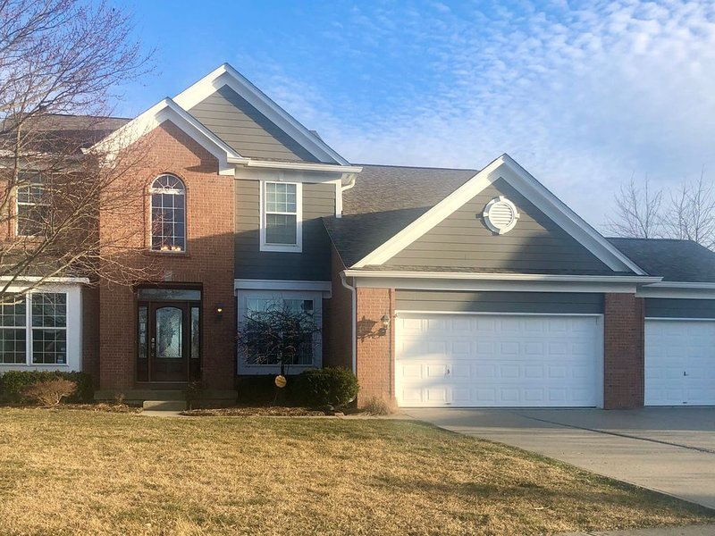 'Keeping Up With the Joneses'-Spacious Home*4BR*3.5BA*Theater*Patio*Comm Pool, vacation rental in Hamilton County
