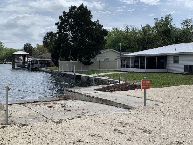 Taylor House - Homosassa Springs - Manatees - Fishing - Scalloping - Fun - Boat, vacation rental in Homosassa
