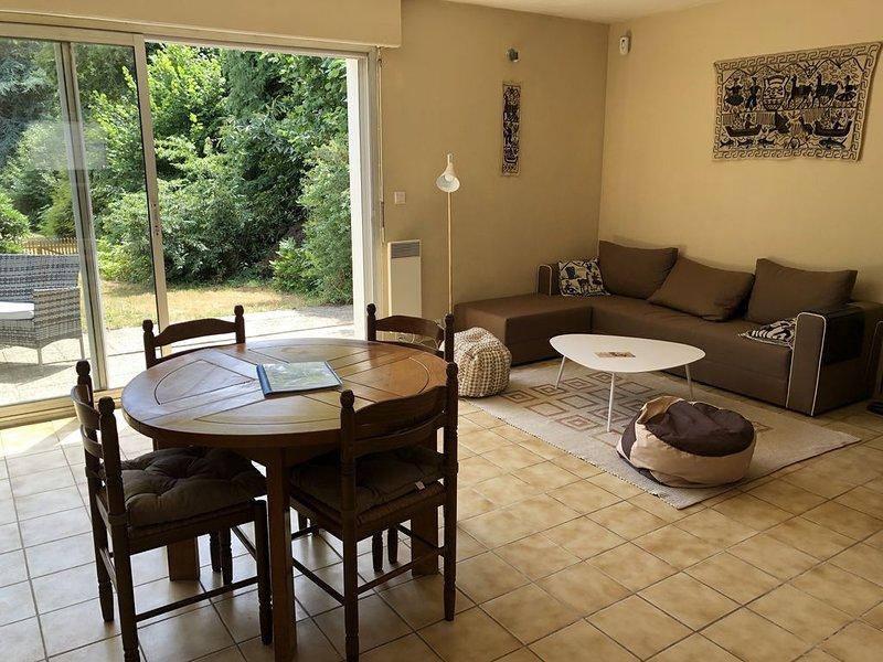 Maison 6 personnes avec jardin à 3,5 km des plages, holiday rental in Ploemeur