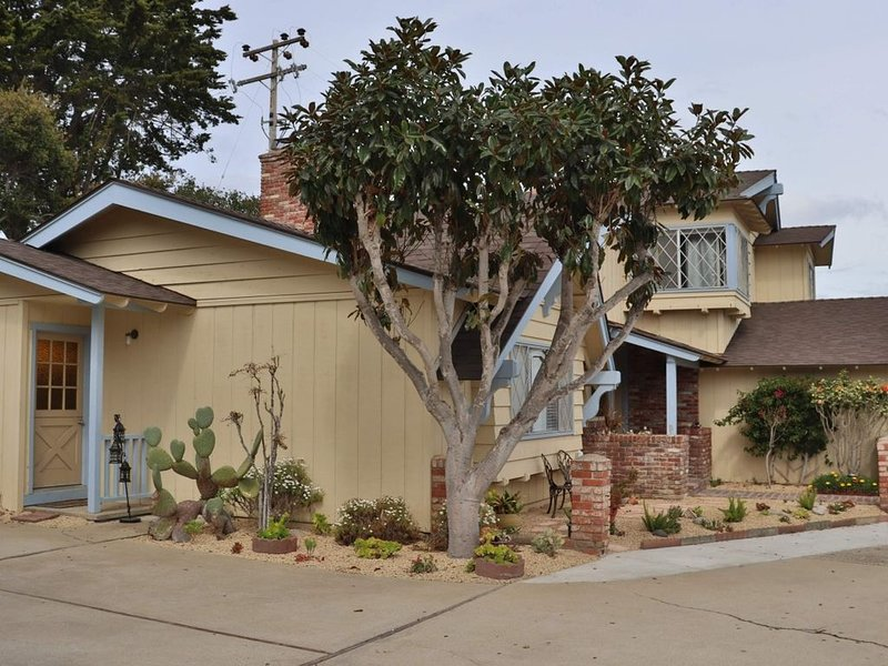 Charming Vacation Home near the ocean, vacation rental in Marina