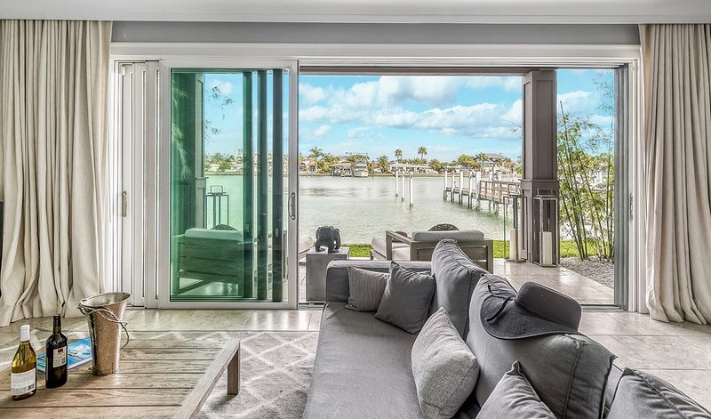 NEW- Waterfront Townhome  w/ Pool/SlipBoat - GREAT LOCATION !, holiday rental in Clearwater