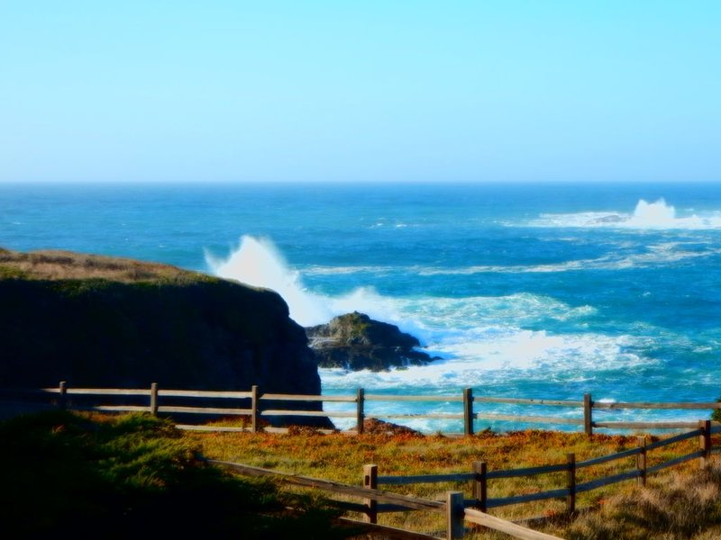 BAY DREAM Oceanfront Luxury, 5 Bedroom, Beach, VIEWS, SPA, Near Mendo Village, alquiler de vacaciones en Mendocino