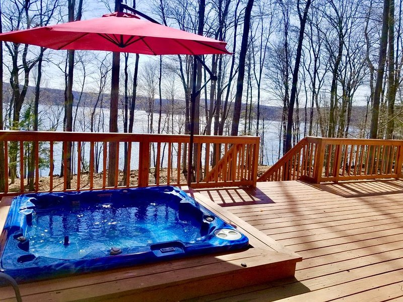 Stay And Play At The Lake when every day is FRIDAY NIGHT, holiday rental in Newfoundland