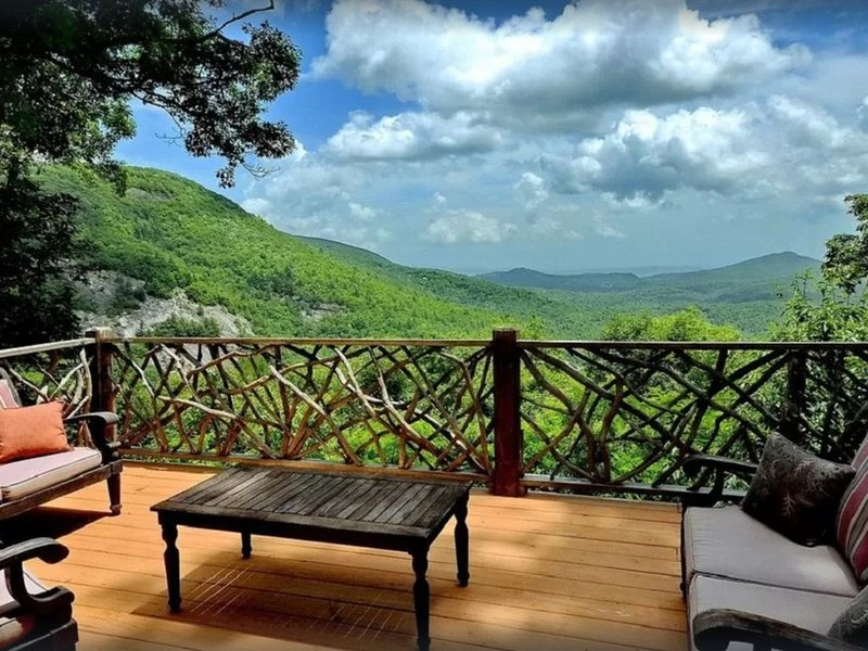 1848 Tray's Island Road, holiday rental in Sapphire