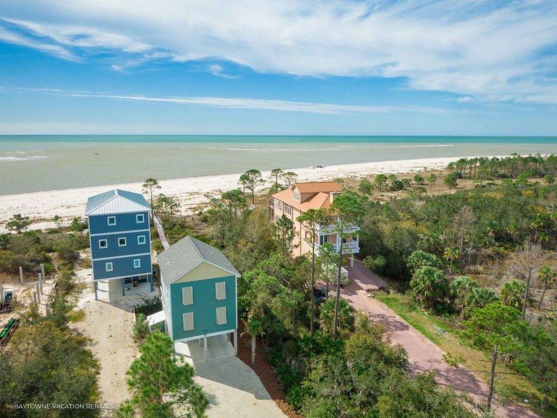 Gulf Front, Stunning Views, Close to Boat Ramp and Indian Pass Raw Bar!, holiday rental in Cape San Blas
