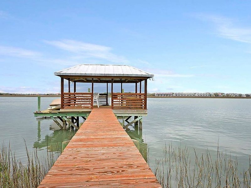 Deep Water Dock & Close to Beach, holiday rental in Folly Beach