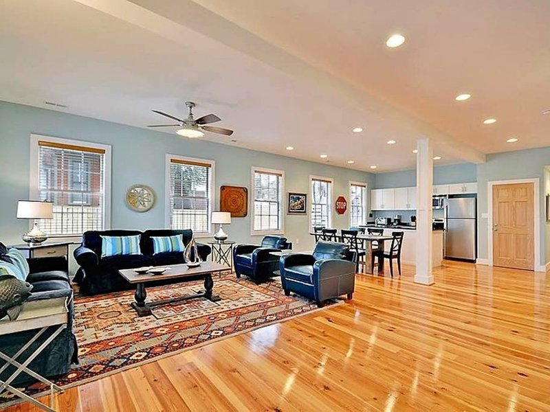 Bright & Spacious Folly Condo; Close to Everything, vacation rental in Charleston