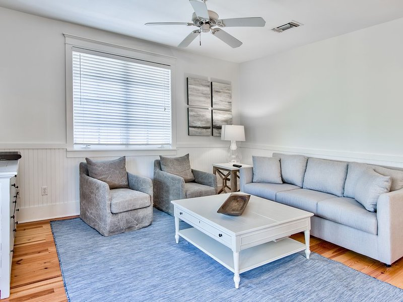 'Palmer Flat' ~ TOP Floor Rosemary Beach Condo! Walk to Town Center!, holiday rental in Inlet Beach