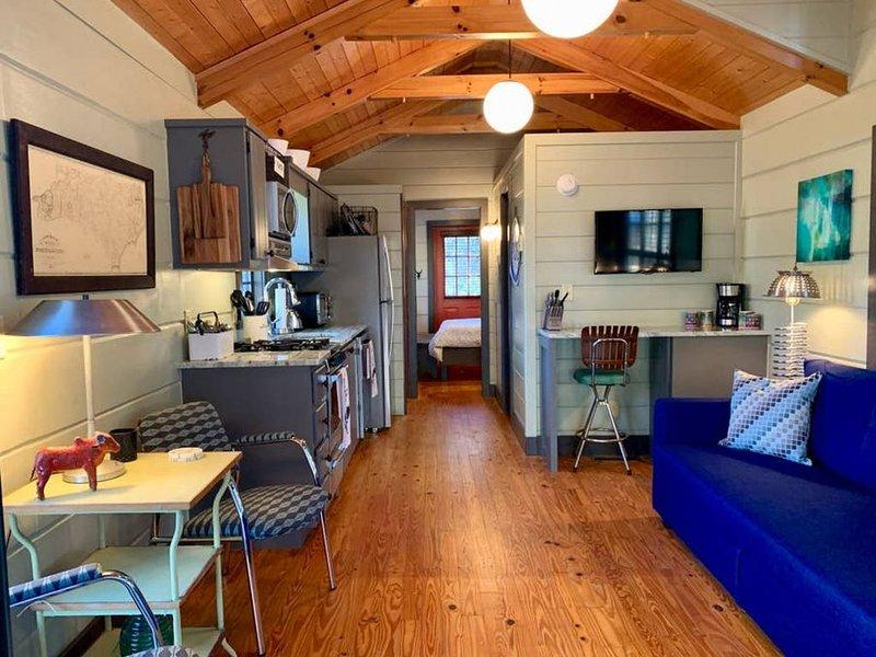 Hidden Hollow Creek View Cabin, holiday rental in Rosman
