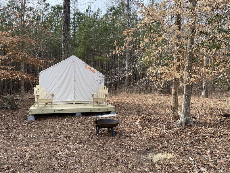 Glamp in style at Pony Pines Farm, holiday rental in Marion Station
