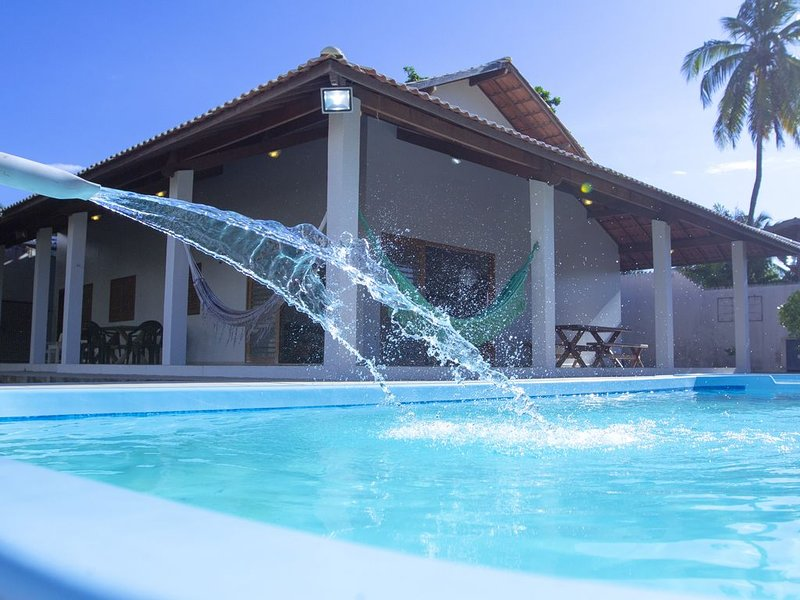 CASA COM PISCINA A 100 METROS DA PRAIA, vacation rental in Barra de Sao Miguel