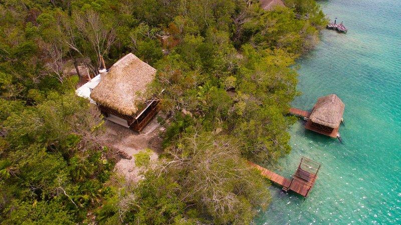 Cabaña situada a la orilla de la Laguna de los Siete Colores, location de vacances à Pedro Antonio Santos