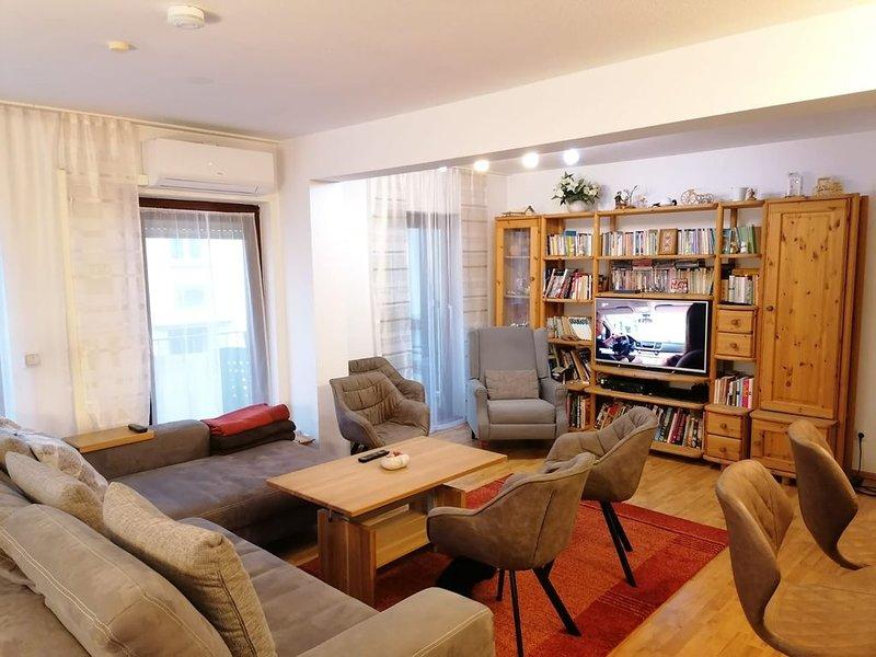 NEU Bayreuth Zentrum Wohnung mit Klima 150m2 Familienfreundlich nähe Hofgarten, holiday rental in Bayreuth