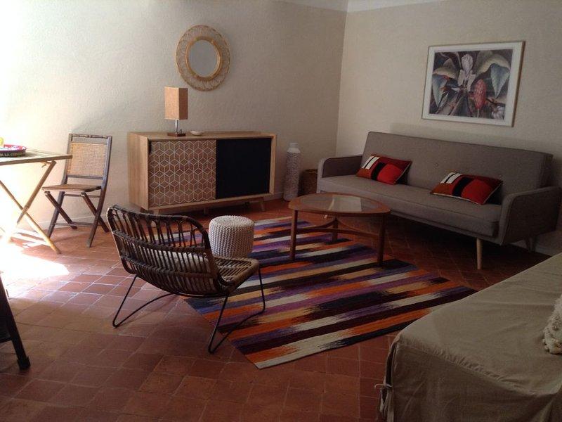 Charmant appartement au coeur du vieux village pour deux personnes, alquiler de vacaciones en Bormes-Les-Mimosas
