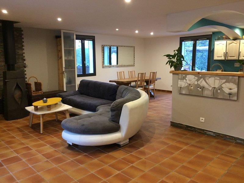 villa avec piscine et jardin proche de toutes commodités, holiday rental in Cogolin