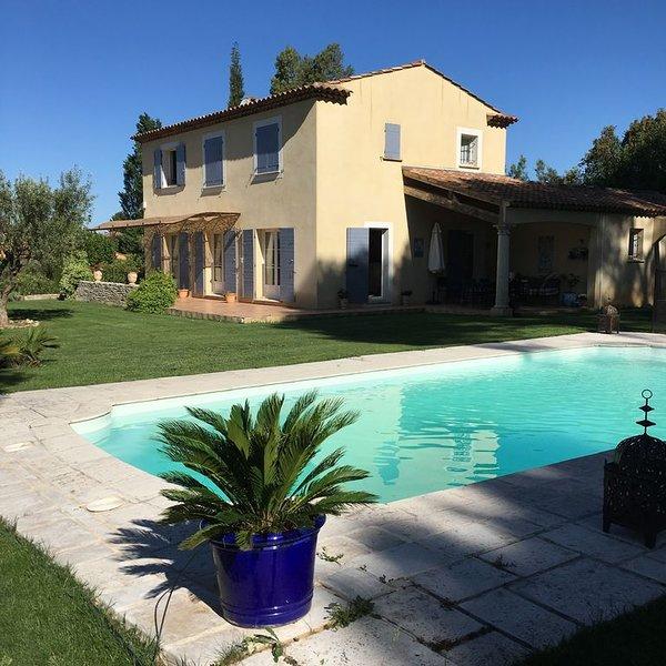 Jolie bastide 220m2 avec pinède à 10 mn d'Aix en Provence, holiday rental in Eguilles