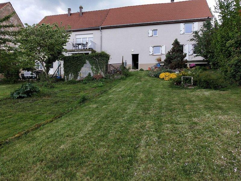 Beau GÎTE 3 épis - 5 personnes + 1 bébé avec Grande Terrasse - Jardin + Garage, location de vacances à Petit-Réderching