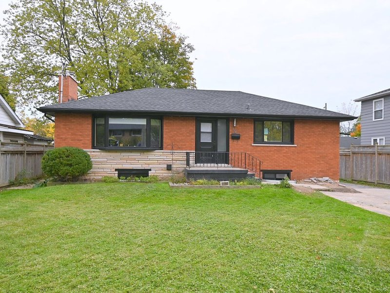 Brand New Fully Reno'd Burlington Home Close to Downtown!, holiday rental in Dundas