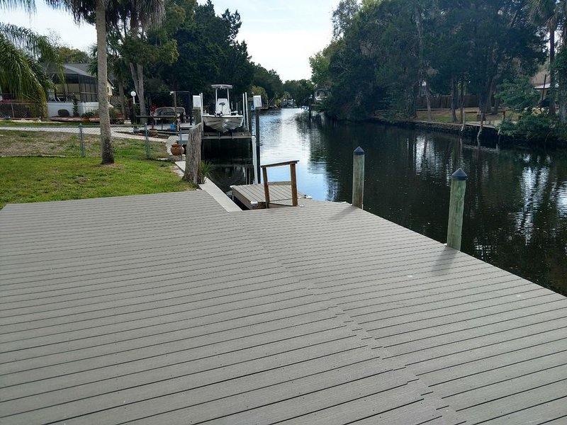 Canal front home with boat lift, alquiler vacacional en Homosassa Springs