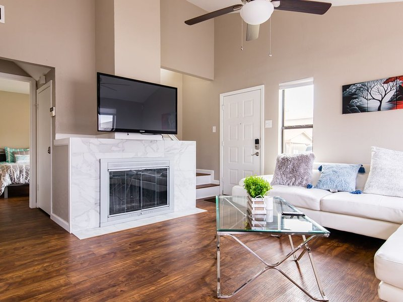 � 5 Star Stay� King Bed/Fast Wifi! Pets allowed!, holiday rental in Carrollton