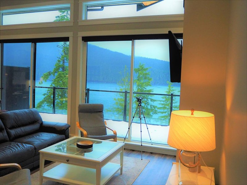 Ocean front cottage overlooking the bay of Port San Juan, holiday rental in Port Renfrew