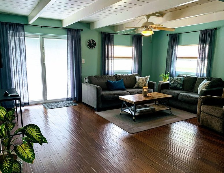 Spacious and Updated - 5 Miles from Beaches - Five Bedrooms!, vacation rental in West Melbourne