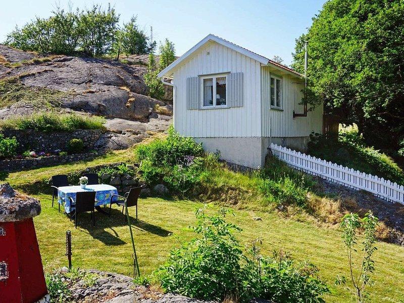 5 person holiday home in KÄLLÖ-KNIPPLA – semesterbostad i Västra Frölunda