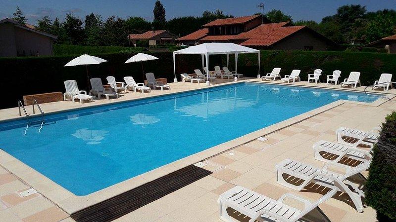 Maison Les Genêts 4* à Louer avec piscine, location de vacances à Eugenie Les Bains