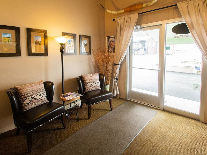 Friendly local stay at Dreamers Lodge John Day Oregon., vacation rental in John Day