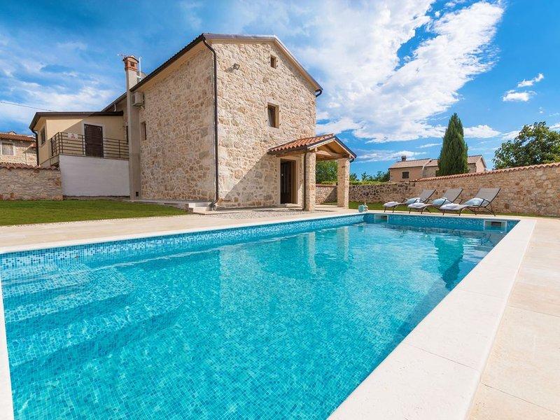 Wunderschön renoviertes istrisches Steinhaus mit Pool, holiday rental in Kirmenjak