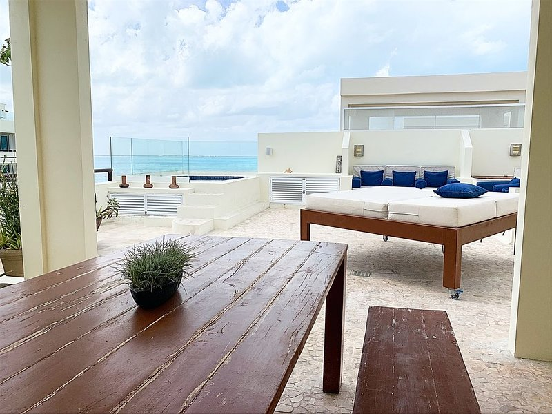 Ixchel Penthouse 504 'Best Rooftop' with lounge, holiday rental in Isla Mujeres