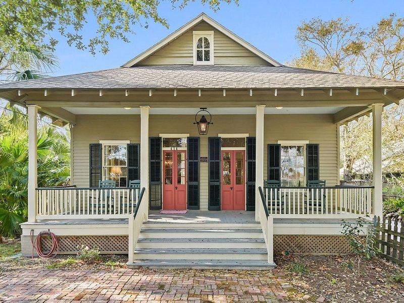 Historical Register Creole Cottage-Luxury Amenities-Pool-Near Beach- Restored, alquiler vacacional en Bay Saint Louis