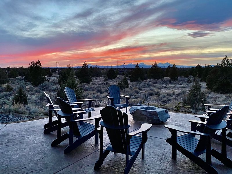 Modern Brasada Ranch 5 Bedroom Luxury Home With Private Firepit and Views, casa vacanza a Alfalfa