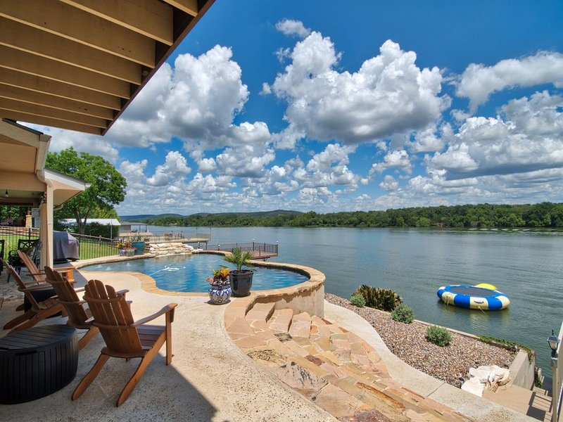 Llano Vista - Huge Bunk Room with Pool Table, Fire-Pit, Amazing View!, holiday rental in Kingsland