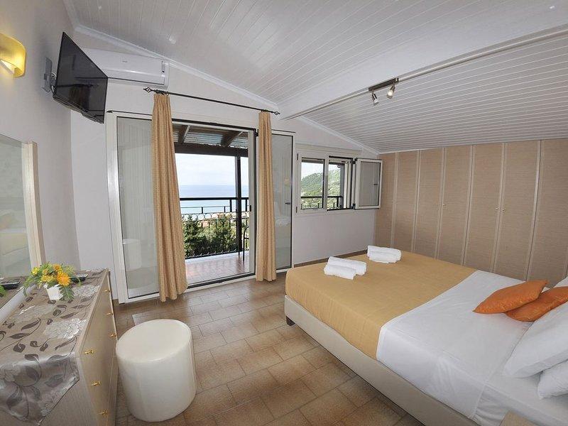 Apt No 11 - 2 Bedroom Apartment 2nd Fl in Dinas Paradise Corfu Apartments, location de vacances à Ano Garouna